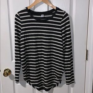 🌸 NWT white and black stripped tee